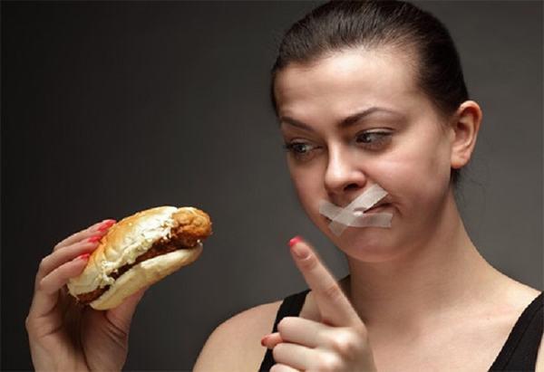 Trước khi tiến hành nội soi, người bệnh cần chú ý kiêng ăn uống
