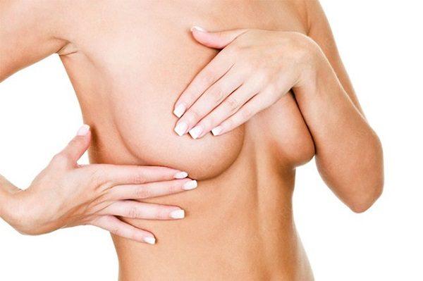 Núm vú bị tụt vào trong có nhiều nguyên nhân khác nhau