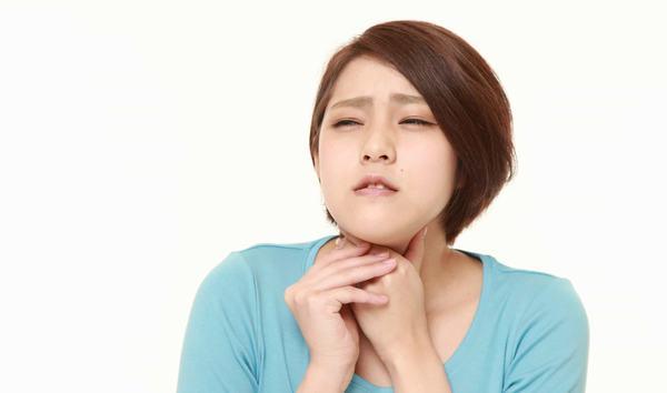 Ợ chua và ợ nóng là tình trạng axit trong dạ dày bị trào ngược lên thực quản.