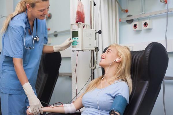 Hóa trị là một trong những phương pháp điều trị chính cho bệnh nhân ung thư buồng trứng
