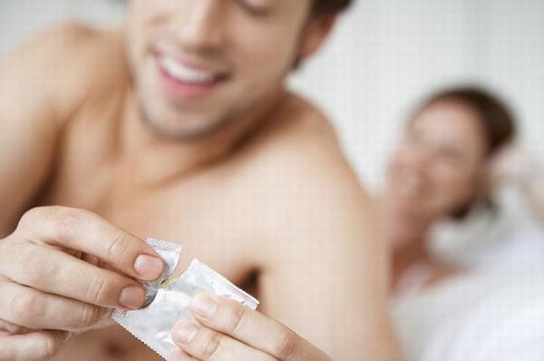 Quan hệ tình dục an toàn cũng là cách giúp bảo vệ cơ thể khỏi nguy cơ mắc viêm gan B