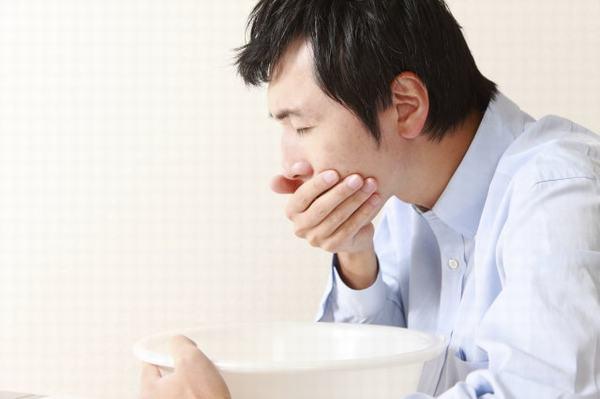 Buồn nôn và nôn là một trong những tác dụng phụ thường gặp ở người bệnh ung thư phổi