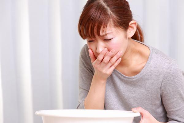Khi bị ung thư thực quản, người bệnh sẽ có triệu chứng ợ nóng, ợ chua, buồn nôn