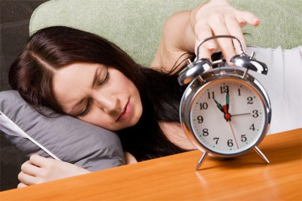 Ngủ đúng giờ, đủ giấc là việc làm cần thiết để duy lá gan khỏe mạnh