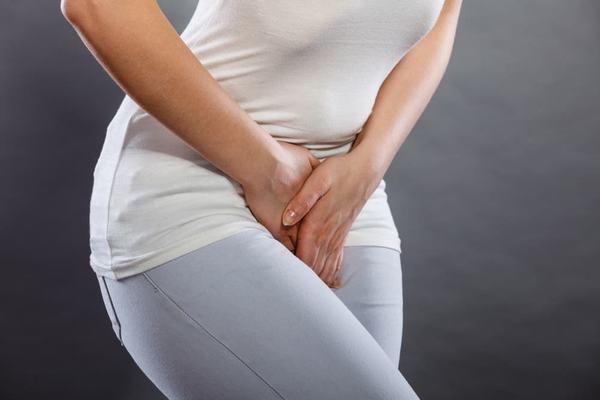 Khó tiểu, thường xuyên buồn tiểu, đau lưng... là những triệu chứng của bệnh viêm bàng quang