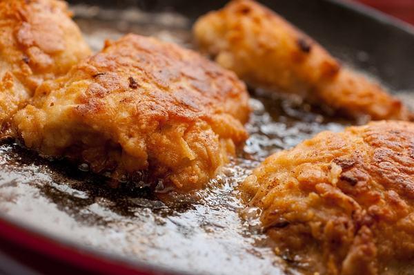 Người bệnh viêm đại tràng cần kiêng ăn những thực phẩm chiên rán, thực phẩm nhiều dầu mỡ