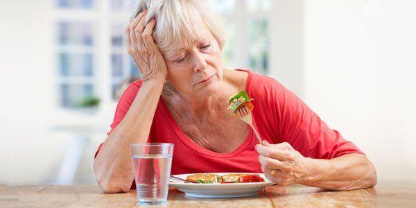 Mệt mỏi, chán ăn là một trong những biểu hiện xơ gan giai đoạn cuối thường gặp
