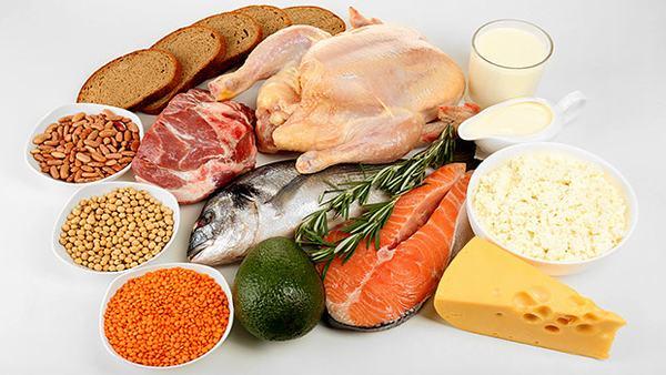 Người bệnh cần bổ sung những thực phẩm tốt cho sức khỏe như ngũ cốc, thịt, cá...