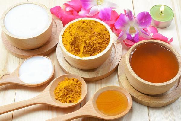 Nhiều người cũng sử dụng nghệ kết hợp với mật ong để điều trị viêm loét dạ dày