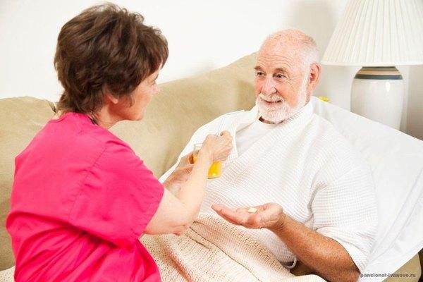 Người bệnh ung thư vòm họng cần được chăm sóc chu đáo để sớm hồi phục sức khỏe