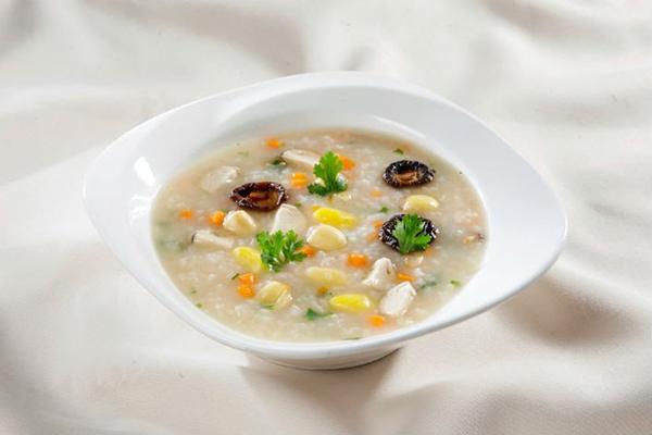 Cháo súp là những lựa chọn ưu tiên cho bệnh nhân sau phẫu thuật