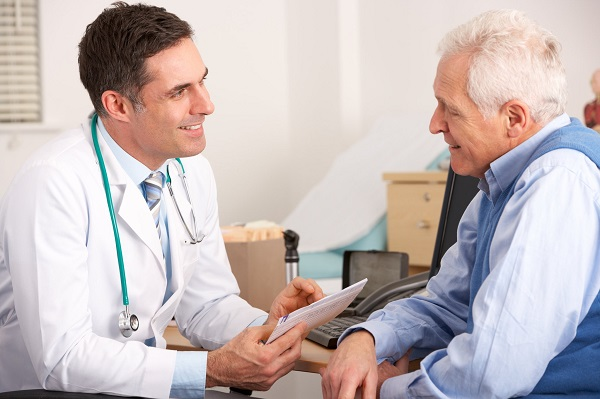 Ngay khi có biểu hiện đau bụng bất thường, bạn cần đến bệnh viện kiểm tra