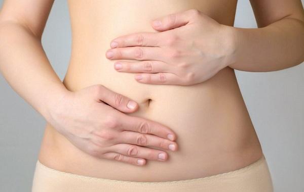 Có nhiều nguyên nhân khác nhau gây đau bụng vùng rốn
