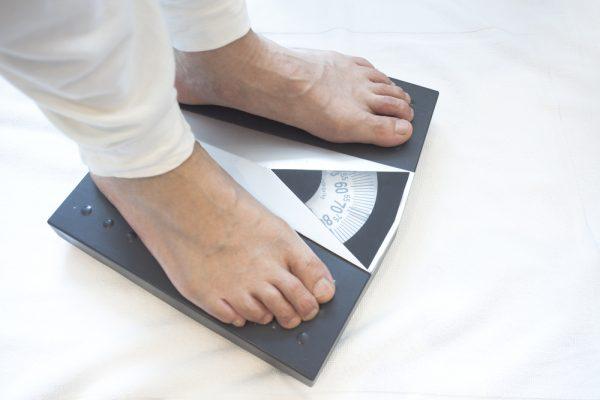 Dấu hiệu ung thư ở nam giới bao gồm giảm cân đột ngột
