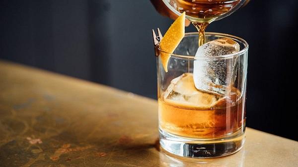 Để kết quả nội soi chính xác, người khám cần nhịn ăn trước dó khoảng 6 tiếng, không sử dụng các loại đồ uống có ga, rượu bia