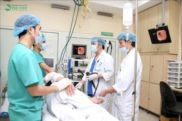 Trực tiếp nội soi cho người bệnh là đội ngũ bác sĩ chuyên khoa giỏi và ekip nội soi chuyên nghiệp