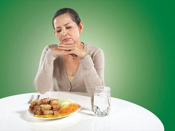 Khi bị đau dạ dày người bệnh sẽ thấy triệu chứng chán ăn, mất cảm giác ngon miệng