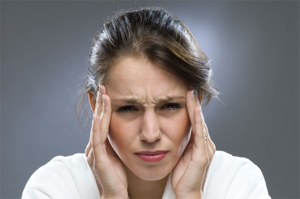 Đau đầu là một trong những biểu hiện thường gặp khi ung thư di căn đến não