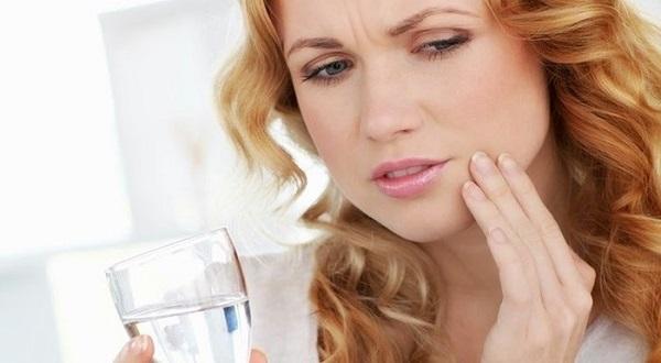 Đau miệng khi nuốt nước bọt, thức ăn là một trong những triệu chứng bệnh có thể gặp ở bệnh nhân u tuyến dưới lưỡi