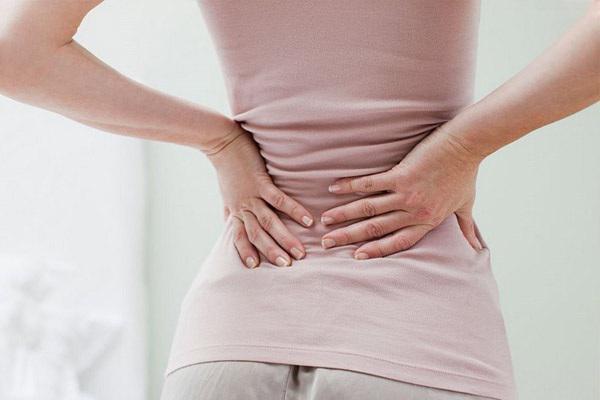 Có những người bệnh phải chịu những cơn đau dữ dội, đau quặn vùng lưng