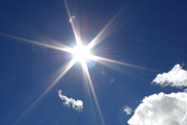 Hạn chế tiếp xúc với ánh nắng gay gắt để phòng bệnh ung thư da