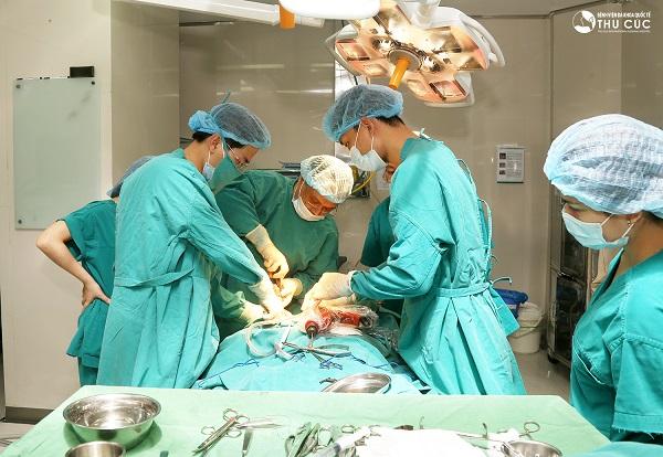 Phẫu thuật là một trong những phương pháp điều trị chính cho bệnh nhân ung thư trực tràng