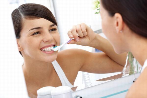 Người bệnh cần vệ sinh răng miệng đúng cách và dùng thuốc điều trị vi khuẩn HP