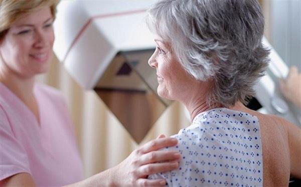 Nguy cơ mắc ung thư vú tăng dần theo độ tuổi