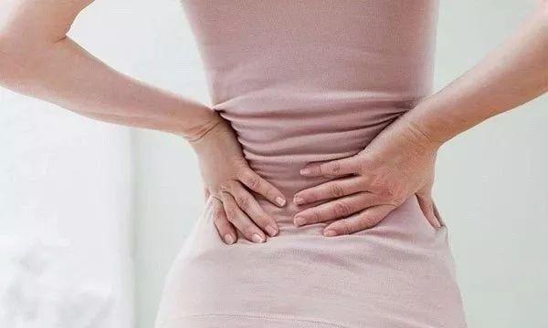 Các cơn đau bất thường cũng có thể là dấu hiệu cảnh báo ung thư buồng trứng
