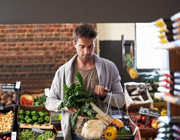 Ngoài ra, người bệnh cần chú ý ăn uống, sinh hoạt hợp lý nhằm kiểm soát và ngăn ngừa bệnh tiến triển