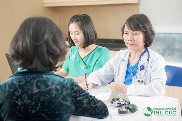 Thăm khám tầm soát ung thư định kì luôn được các bác sĩ khuyến khích
