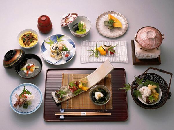 Người bệnh cần chia nhỏ khẩu phần ăn trong chế độ ăn hàng ngày