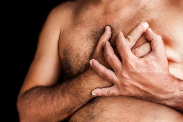 Ung thư vú có thể xảy ra ở cả nam giới mặc dù nguy cơ là thấp hơn rất nhiều so với nữ giới