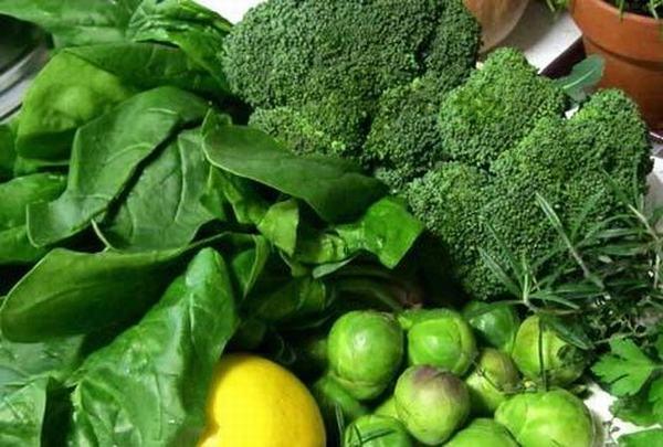 Người bệnh nhân xơ tuyến giáp nên ăn nhiều rau củ quả có màu xanh đậm