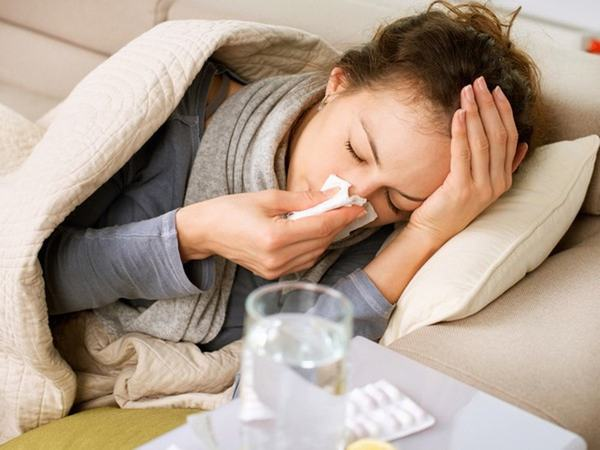 Hệ miễn dịch suy yếu hoặc mắc các bệnh tự miễn cũng làm tăng nguy cơ mắc ung thư tuyến giáp