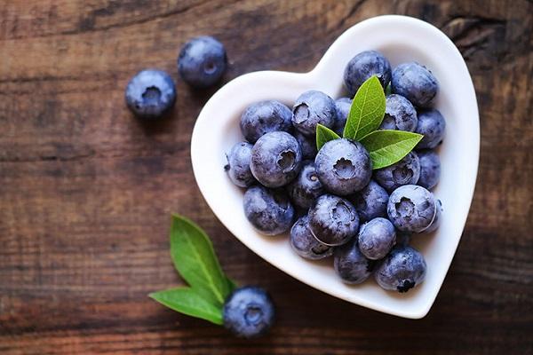 Tiêu thụ khoảng 170 g việt quất hoặc chiết xuất từ việt quất giúp ngăn ngừa sự phát triển của các tế bào khối u và bệnh ung thư vú