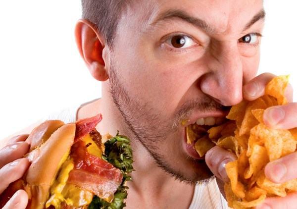 Chế độ ăn uống không khoa học cũng làm tăng nguy cơ mắc ung thư