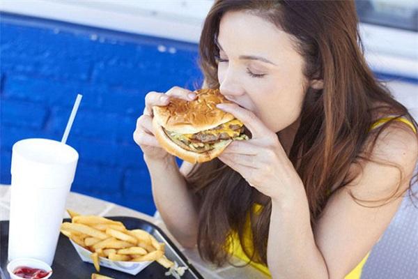 Chế độ ăn uống khoa học cũng làm tăng nguy cơ mắc ung thư dạ dày