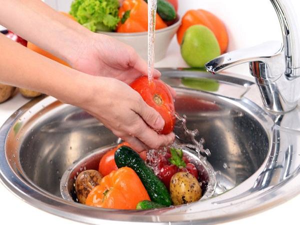 Bạn cần đảm bảo nguồn nước sạch sử dụng trong sinh hoạt để phòng bệnh