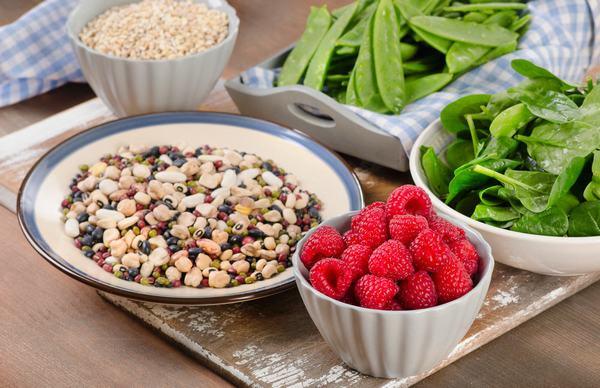 Khi bị u nang tuyến vú người bệnh nên ăn nhiều rau, củ quả