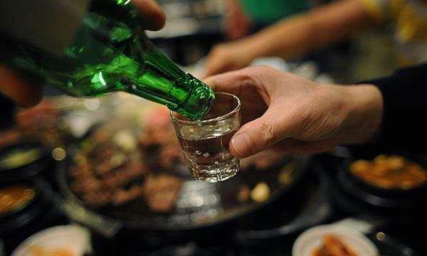 Người bệnh cần kiêng những thực phẩm béo và các loại đồ uống có cồn