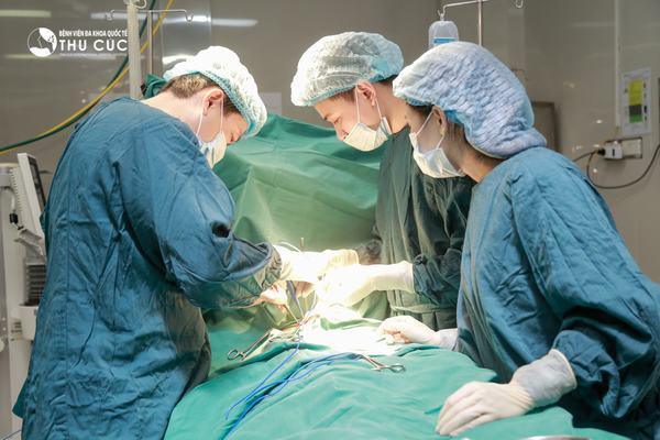 Các phương pháp điều trị ung thư dạ dày di căn có thể là phẫu thuật, hóa trị và xạ trị kết hợp nhằm giảm triệu chứng và kéo dài cơ hội sống cho người bệnh
