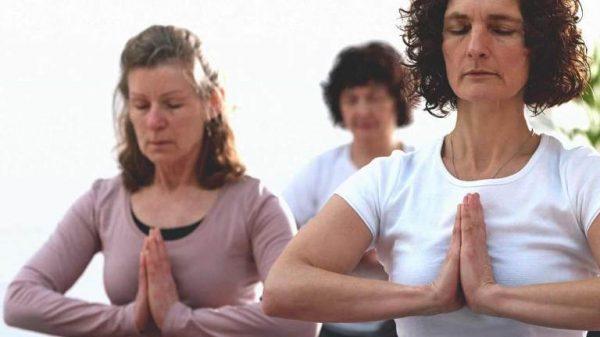 Tập yoga để giảm đau do ung thư