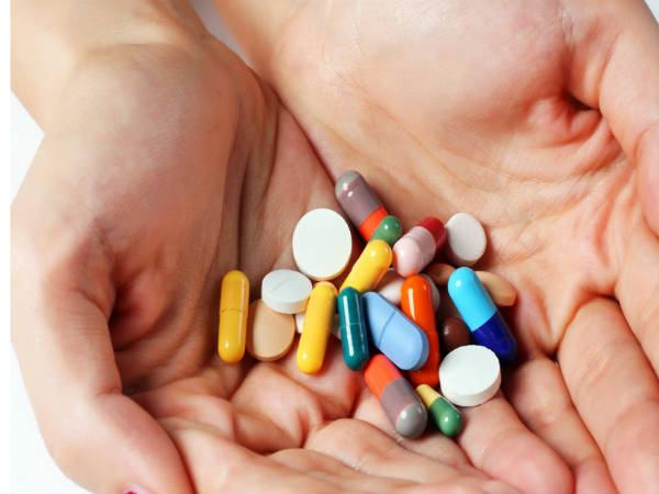 Khi bị viêm phổi, người bệnh cần phải sử dụng thuốc điều trị bệnh theo đúng chỉ định của bác sĩ