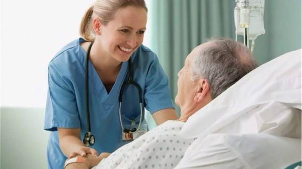 Để cải thiện sức khỏe cho người bệnh tràn dịch màng phổi, người nhà cần chú ý chăm sóc, đảm bảo dinh dưỡng cho người bệnh