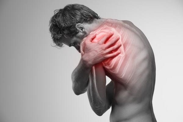 Ung thư vòm họng di căn xương sẽ khiến xương giòn, dễ nứt gãy, đau nhức thường xuyên