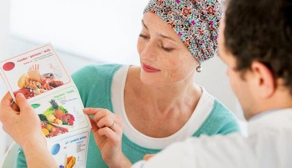 Người bệnh cần chú ý áp dụng chế độ dinh dưỡng phù hợp, khoa học và tuân thủ theo đúng phương pháp điều trị của bác sĩ sẽ giúp kéo dài cơ hội sống