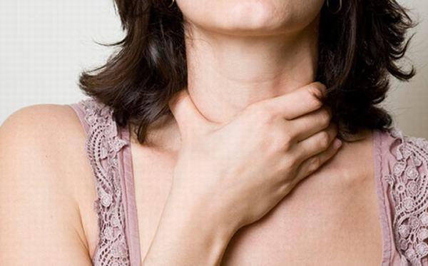 Mổ u nang tuyến giáp không nguy hiểm nhưng có thể để lại một số biến chứng