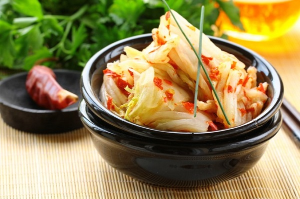 Hạn chế đồ ăn lên men như dưa, cà muối... có thể giúp làm giảm nguy cơ mắc ung thư dạ dày