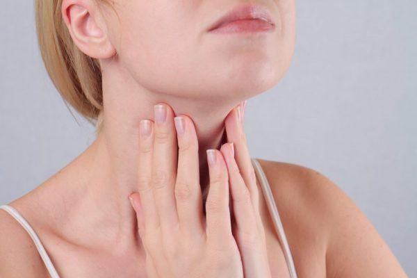Nổi hạch ở cổ do nhiều nguyên nhân khác nhau gây ra
